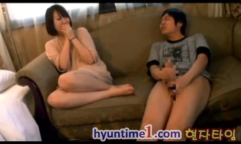 初心な韓国美女が巨根を目の前に相互オナニーしちゃう